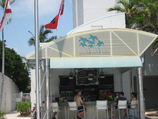 Hyatt Regency Sarasota: Tiki Bar at the pool