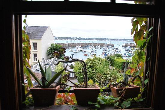 Harbour View Guest Accomodation: vue chambre