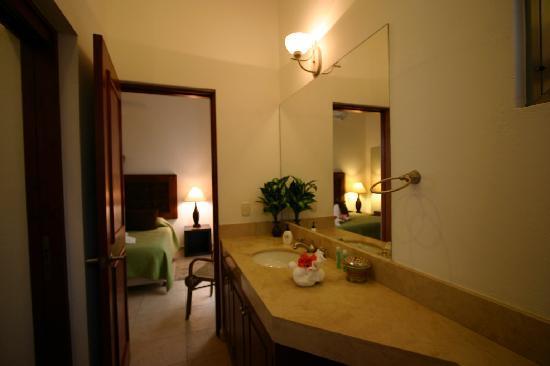 Arena Blanca: Clean and crisp bathrooms