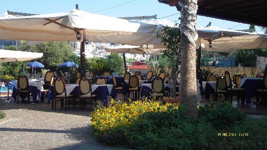 Hotel Aktea: ristorante esterno