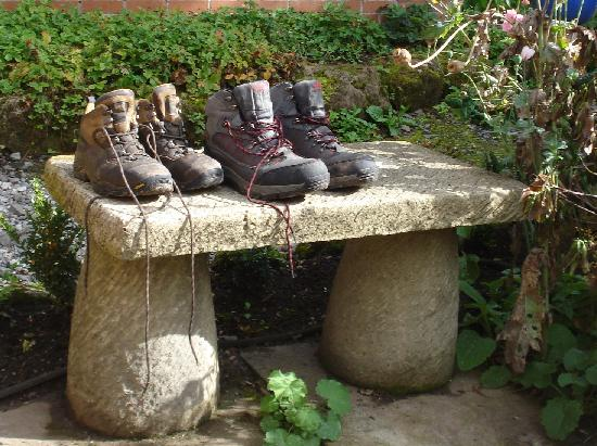 Snelston, UK: Walking boots!