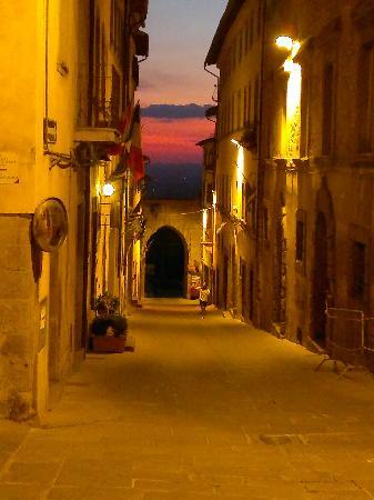 Dolce Maria: cortona by night