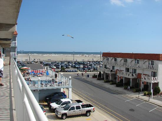 Days Inn & Suites Wildwood: view from our room; the convention center is to the left