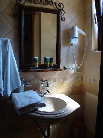 En Dimitsani: The bathroom