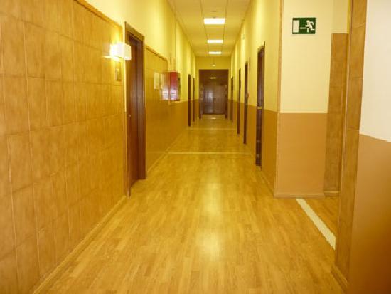 Albergue Pirenarium: Grandes pasillos
