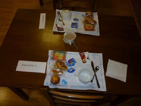 Albergue Pirenarium: Mi desayuno. Tengo hambre!!
