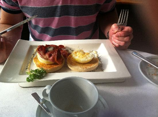 Ard-na-Coille Guest House: Eggs Benidict award winning.