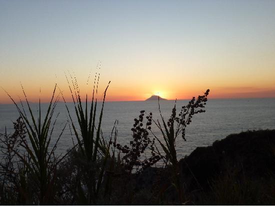 Bed and Breakfast Gullo: vista di Stromboli da Capo Vaticano al tramonto