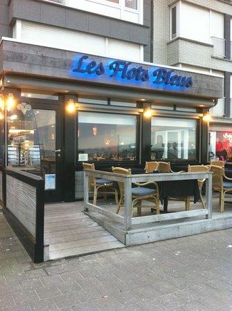 Les Flots Bleus: restaurant