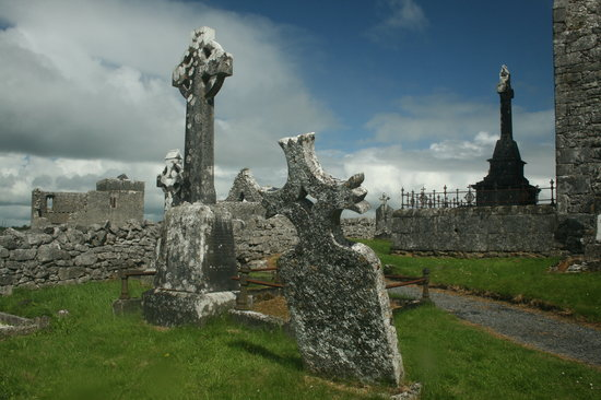 Gort, Irland: A few of the many grave markers