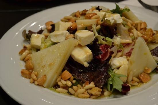 Bodegas Mezquita Corregidor: Una salada de quesos maravillosa