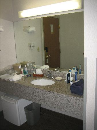 Cape Point Hotel: Granite Bathroom Vanity