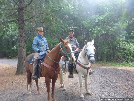 Northwestern Lake Riding Stables: Rocky and Cody