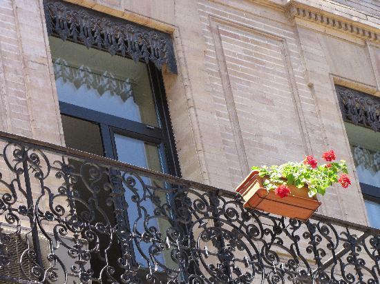 Hotel de France: Detail de la facade rue d'Austerlitz