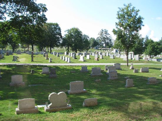 Comfort Suites Gettysburg: Gravestones outside our window