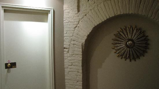 هوتل دي فرانس: Detail d'une entree de chambre