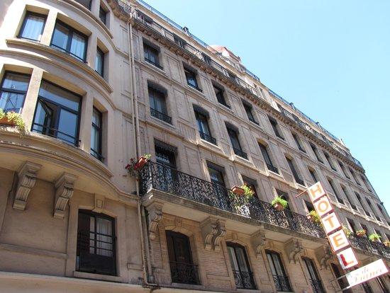 هوتل دي فرانس: Facade de l'Hotel de France rue d'Austerlitz