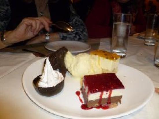 El Otro Sitio: Dessert sampler