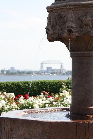 Leif Erickson Park & Rose Garden: Fountain