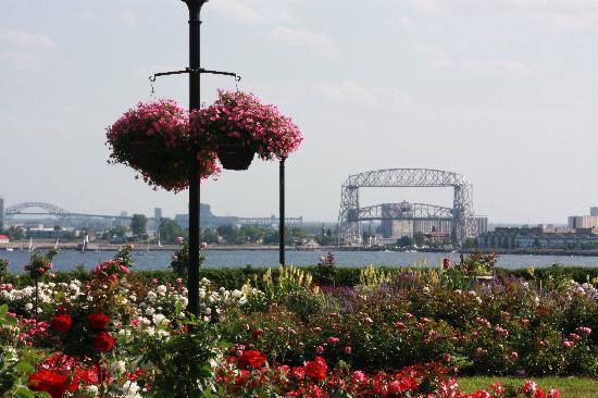 Leif Erickson Park & Rose Garden: View toward Aerial Bridge