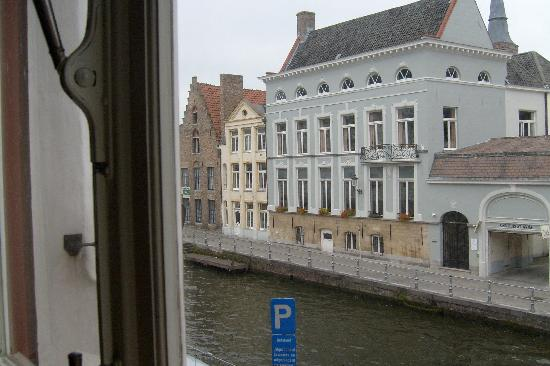Sint Andries Cruyse: View 2 from room above canal
