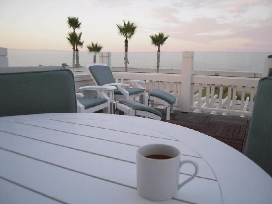 Hotel del Coronado: Having coffee on our deck in the morning.