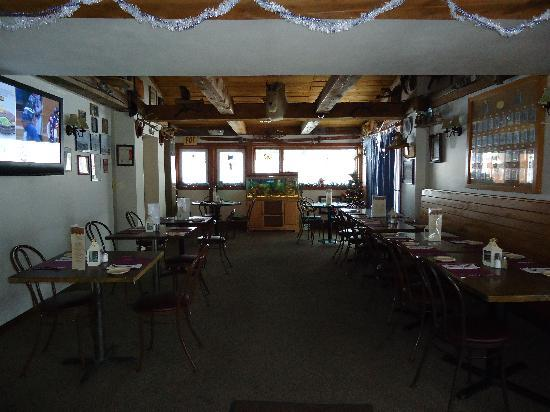 Riley's Bar and Restaurant : Bar dining room seats up to 30
