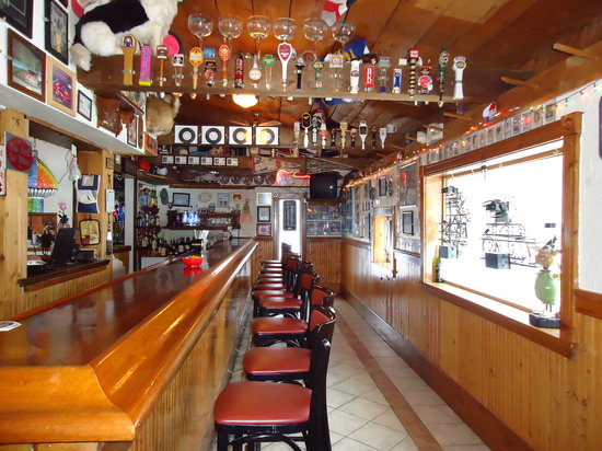Riley's Bar and Restaurant: Bar area-ck out all our sports memorabilia