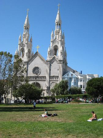 Washington Square Inn: The beautiful Washington Square Park, across from the Inn, with Saints Peter and Paul Church in