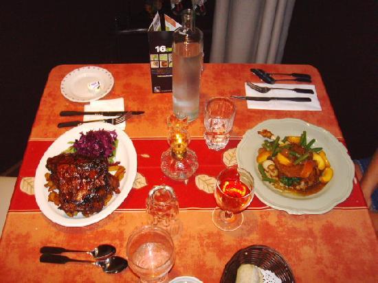 Auberge des Appalaches: Repas table d'hôte,côte levées et canard