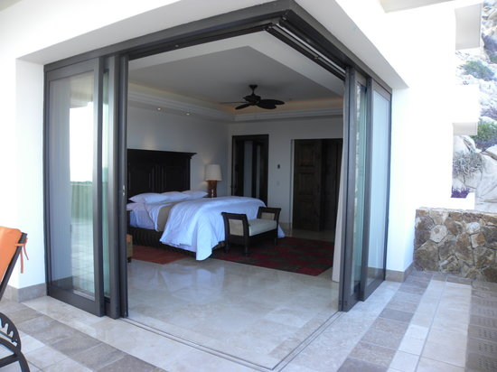 Grand Solmar Land's End Resort & Spa: Wall of windows in master bedroom
