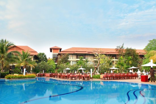 Angkor Palace Resort & Spa: Pool terrace