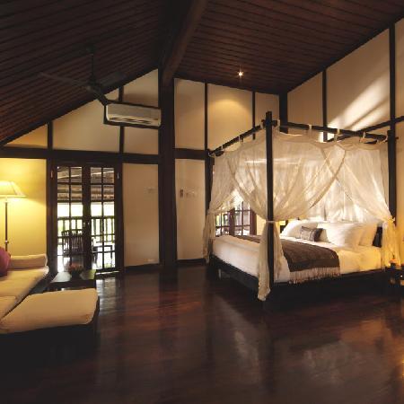 3 Nagas Hotel: Executive Suite Bedroom Area
