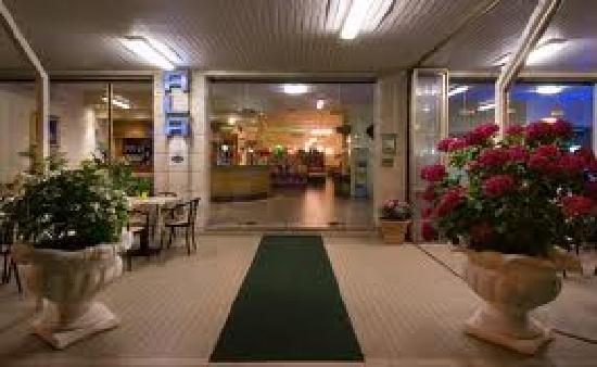 Hotel Ala : Main Entrance