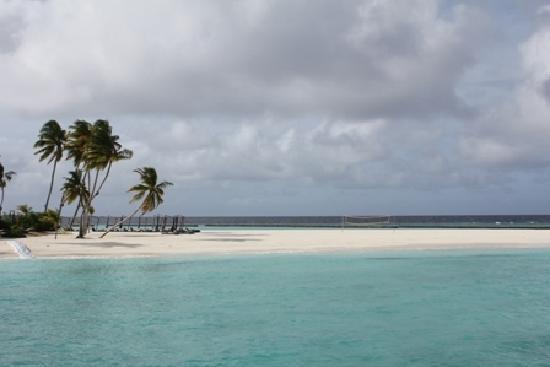 Constance Halaveli: Hotel beach