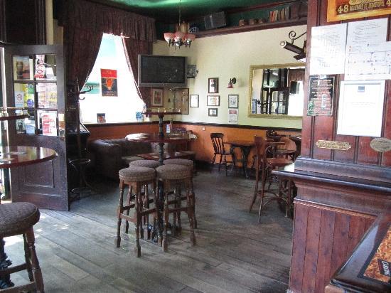 The New Inn B&B: Cozy Pub