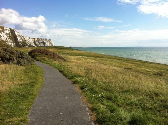 Samphire Hoe : Path to beach
