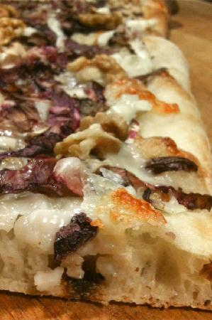 Pizza e fichi: Radicchio, gorgonzola et noix