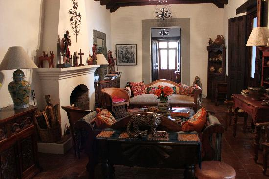 Casa Felipe Flores: Living room...common area...