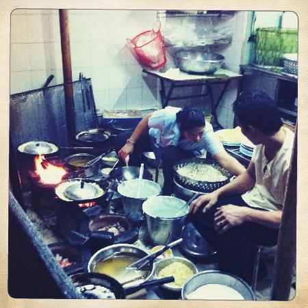 Vespa Adventures: Kitchen at restaurant 2 (night tour)