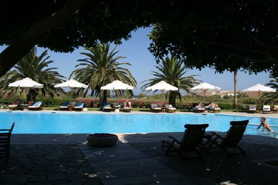 Yria Island Boutique Hotel & Spa: The pool during the day