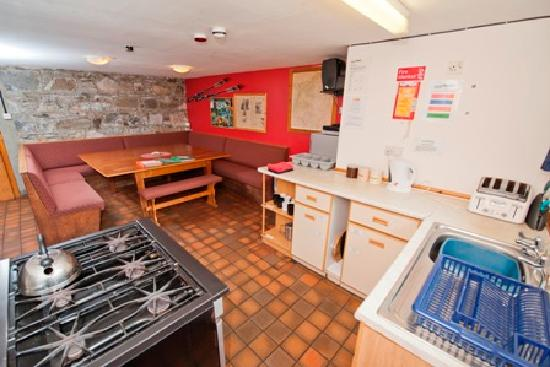 Ardenbeg Bunkhouse: Lower bunks kitchen and dining area