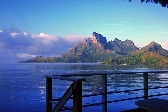 Four Seasons Resort Bora Bora: mountain view overwater bungalow