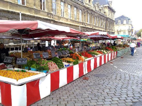 Hotel Azur: Saturday Market 1