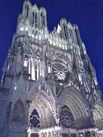 Hotel Azur: Start of the 'sound & light' show at Reims Cathedral