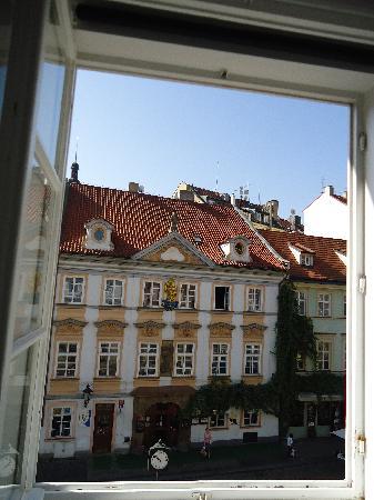 แฮปปี้ ปราก อพาร์ตเม้นท์: view from bedroom!