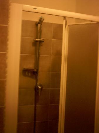 Hotel Lo Svincolo: doccia
