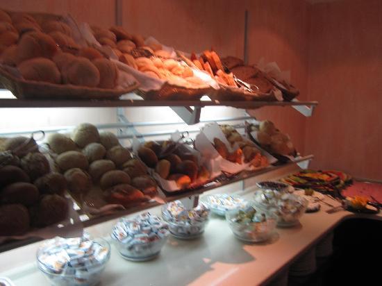 Hotel A. S. Lisboa: bread galore