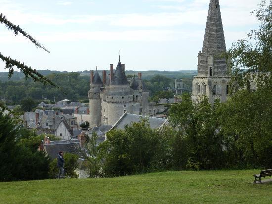 Le Clos Rabelais: skyline from the hill.