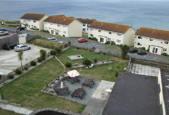 The Pentire Hotel: View of garden from hotel